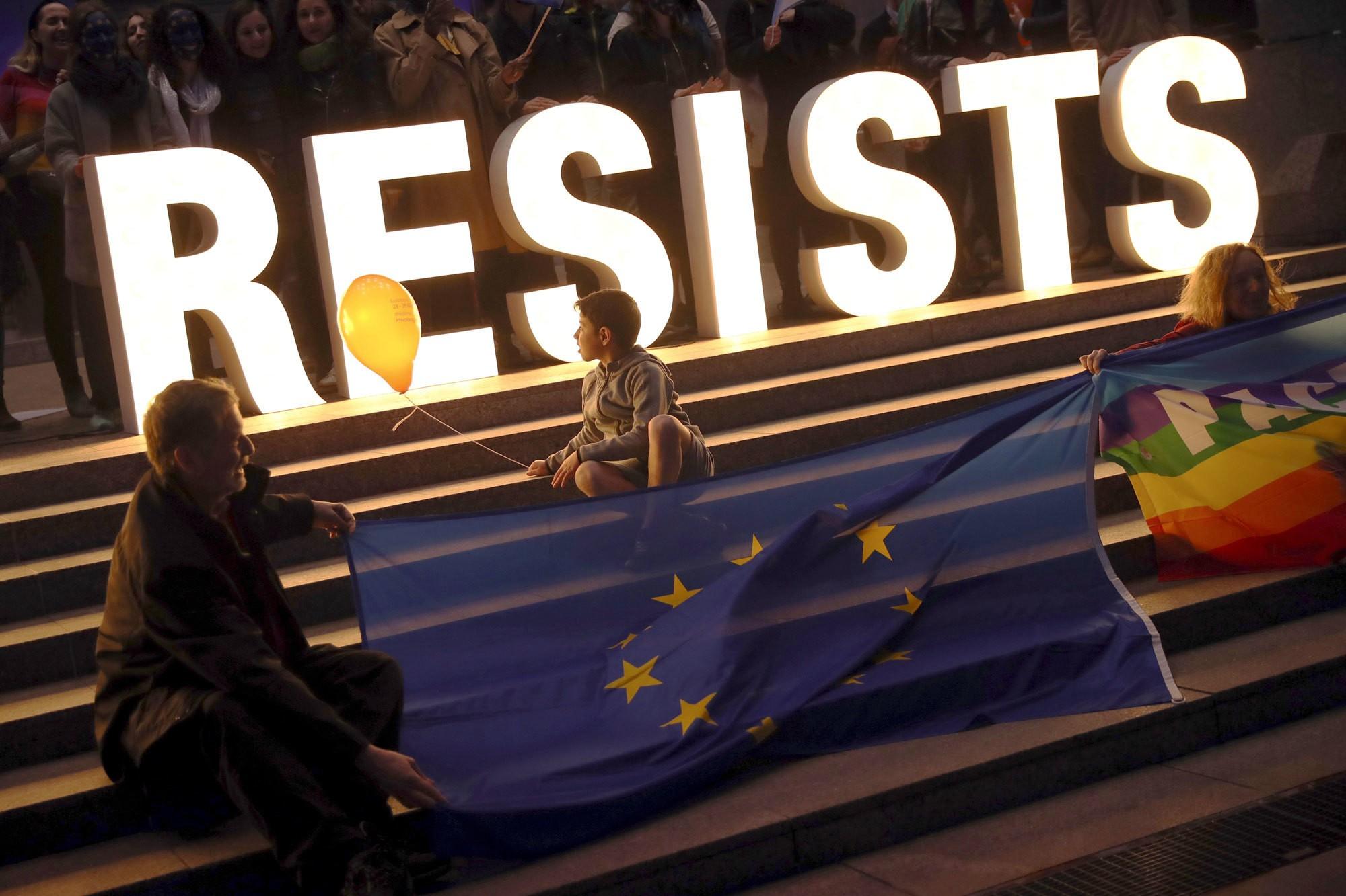 Neon letters en EU vlag