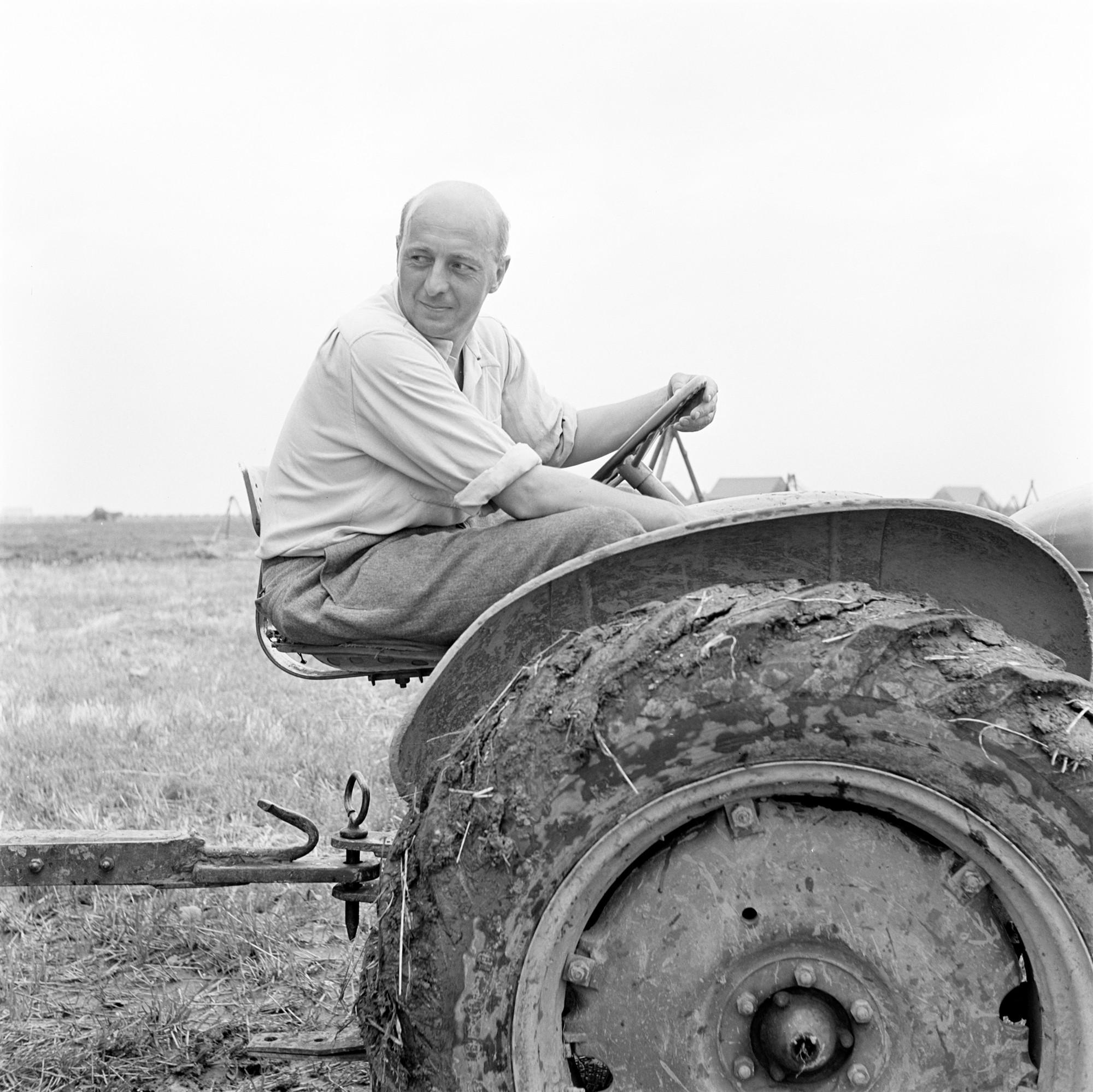 Sicco Mansholt op tractor